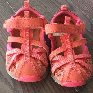 Merrill sneaker sandals size 5